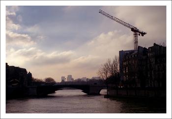パリ・クレーン.jpg